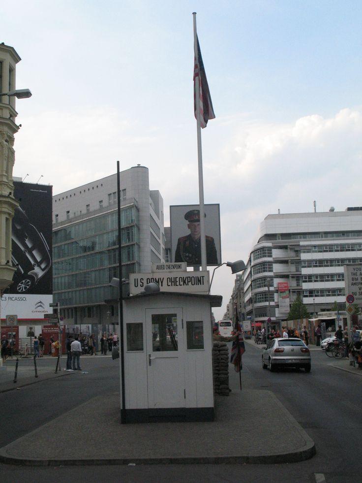 Checkpoint Charlie was tijdens de verdeling van Berlijn een controlepost op de grens van de Amerikaanse en Russische sector, bij een doorgang in de Berlijnse Muur in de Friedrichstraße.