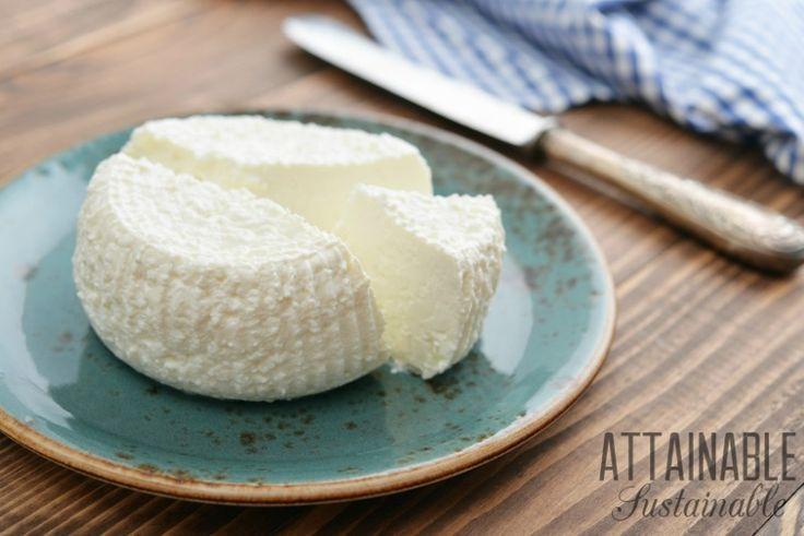 Tvorba sýrem ricotta doma je snadné udělat kdykoliv, ale je to především skromný, když můžete zachránit mléko, které se chystá jít pryč!