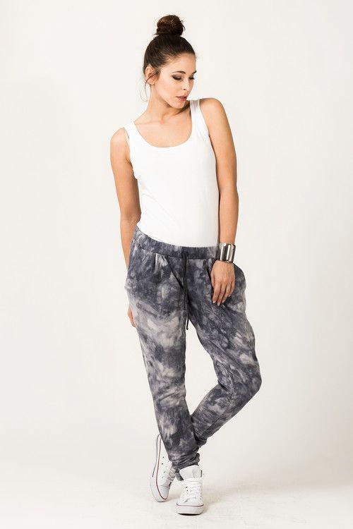 Sportowe spodnie damskie o marmurkowym kolorze