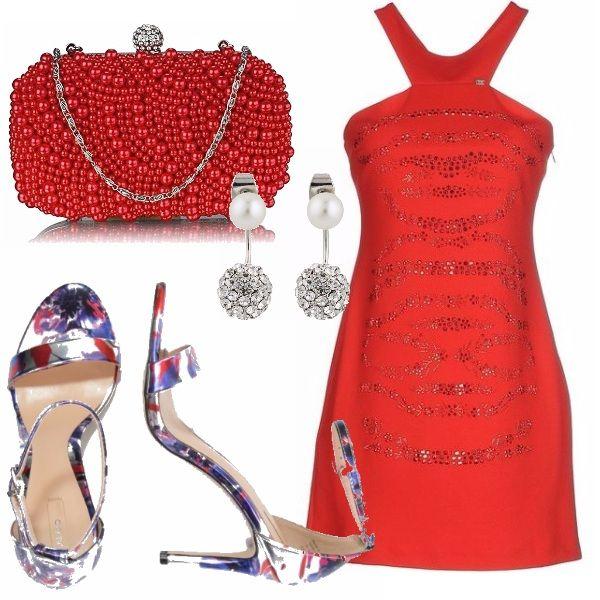 Outfit super colorato per una serata speciale... vestitino rosso Denny Rose abbinato a queste fantastiche scarpe con disegno floreale. La pochette rossa ha la chiusura che riprende gli orecchini.