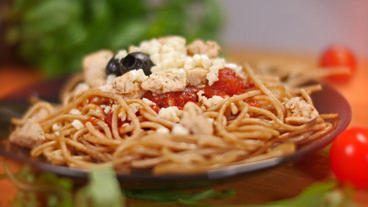 spaghetti z kurczakiem w sosie pomidorowym