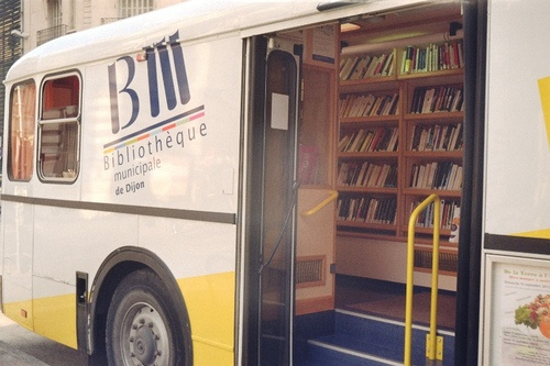 mobile library in Dijon