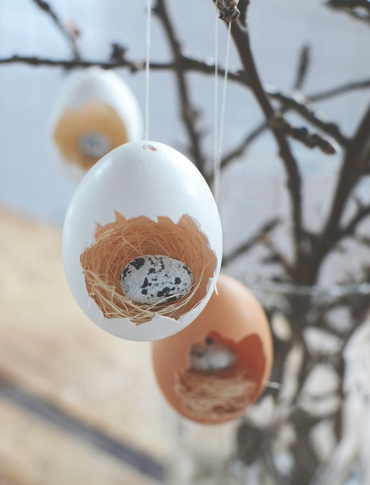Påskpyssel_göra små fågelbon av ägg till påskriset. Easter craft, easter DIY_ making small bird nests in eggshells_@helenalyth.se