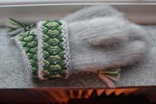 Swedish traditional Lovikka mittens   Rät Avig