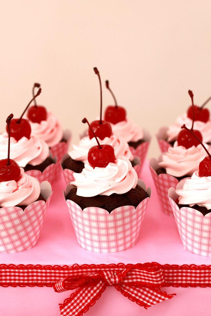 http://thecookieshop.files.wordpress.com/2011/09/cupcakes-de-cereja1.jpg