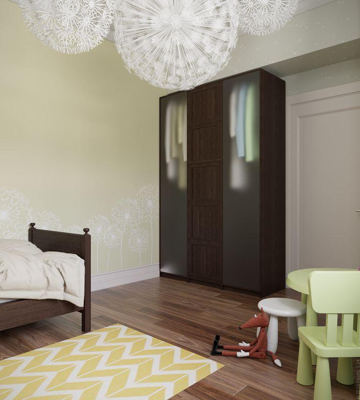 Корпусная мебель: кроватка и шкаф - выполнена из темного дерева.