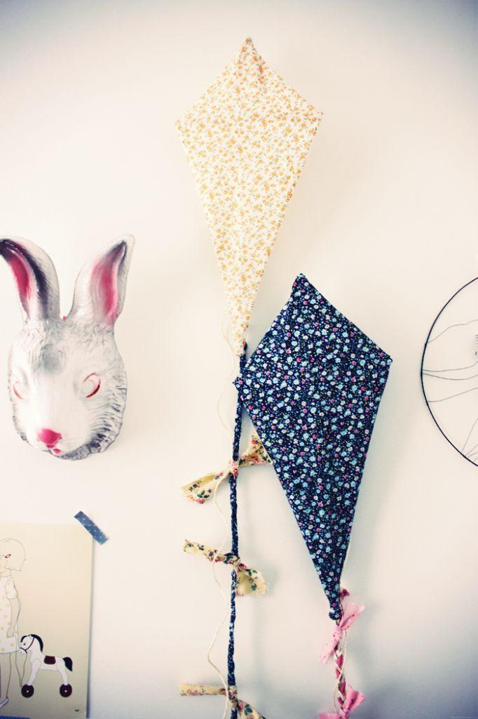 make gray and yellow kite to hang over changing table