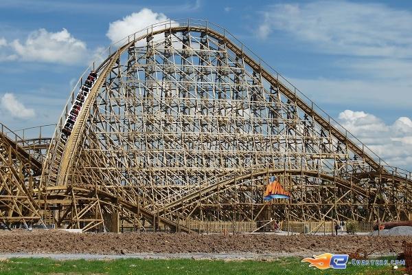 16/22 | Photo du Roller Coaster Mammut situé à Tripsdrill (Allemagne). Plus d'information sur notre site http://www.e-coasters.com !! Tous les meilleurs Parcs d'Attractions sur un seul site web !! Découvrez également notre vidéo embarquée à cette adresse : http://youtu.be/i8S4p9Z_JM8