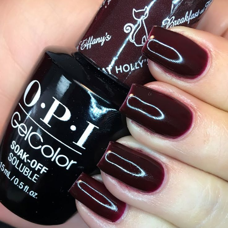 Preen.Me VIP Lisa Marie is classically cool in this solid stunner, created using her gifted OPI #MyBreakfastAtTiffanys GelColor in Party at Holly's. Check out this burnished mahogany shade by clicking through.