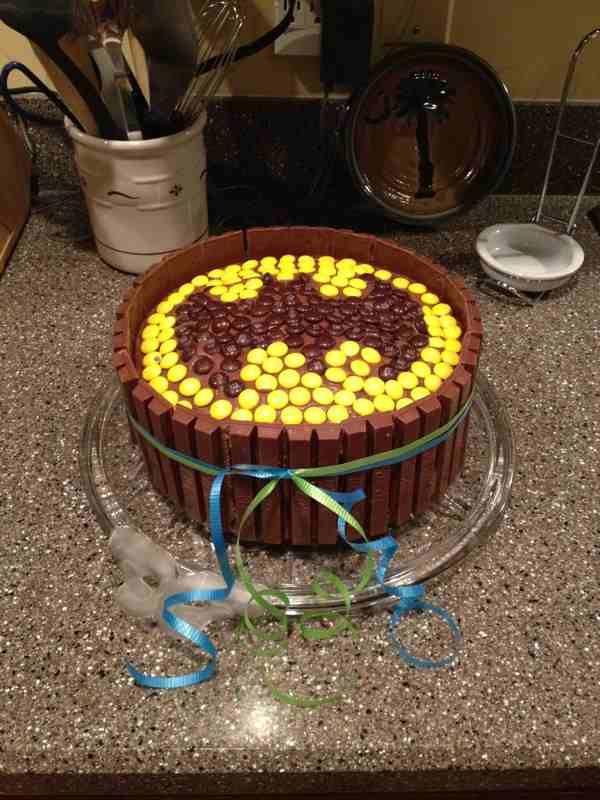 26 Best Images About Kit Kat Cakes On Pinterest M M Cake