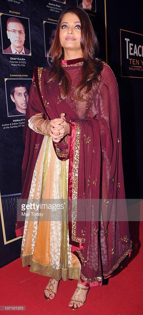 Aishwarya Rai Bachchan at the Teacher's Achievement awards in Mumbai on November 21, 2010.