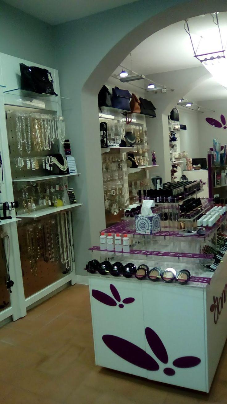 DonnaPiù Firenze il negozio di moda femminile situato in Borgo la Croce 18r cambia veste