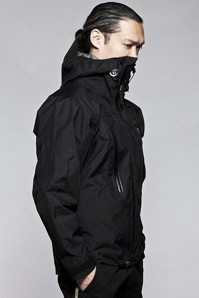 Acronym  ACR-FW-1112  The 'advanced' version of the already improbably advanced GT-J5, the GT-J5A is a profile fit, fully articulated, fully featured, Gore-Tex® Pro Shell jacket. The center front expansion panel increases layering possibilities by giving you the option of adding 6-8cm to the jacket's circumference. Gore-Tex® Pro Shell fabrics take performance and durability to previously unheard of levels. Go anywhere. Do anything.