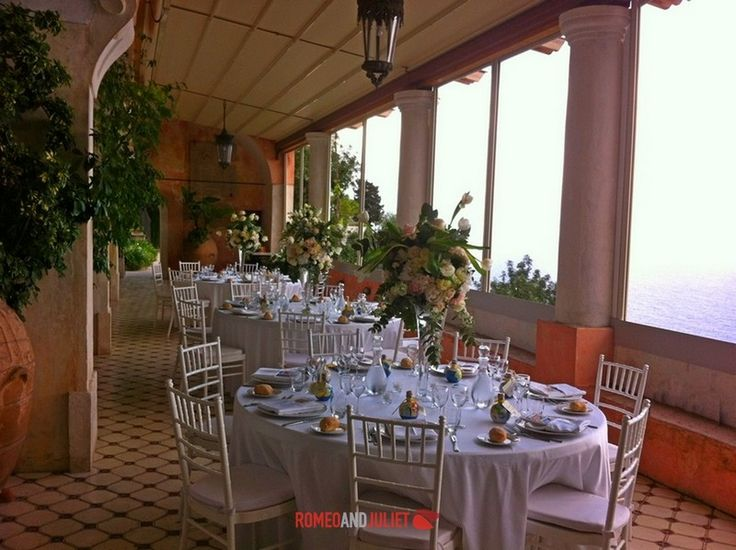 A luxury villa, a stunning terrace overlooking the ocean and gorgeous flower decorations. Weddings in Positano are magic!