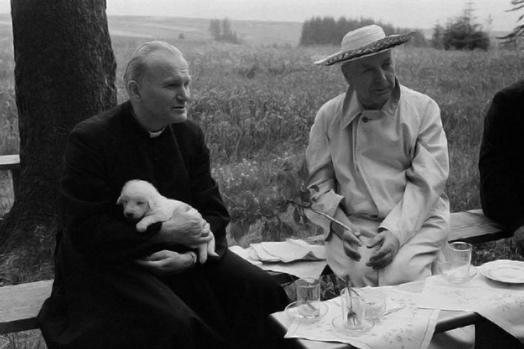 oto poco conocida de Juan Pablo II charlando amigablemente con el cardenal Wyszynki.