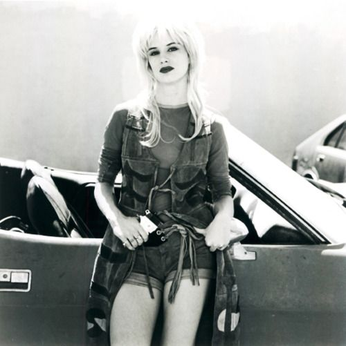 Juliette Lewis is wonderfully 'quirky'. Here she is in Natural Born Killers, a highly controversial movie (understandably-so). Nevertheless, she is quirky-cool meets scary.