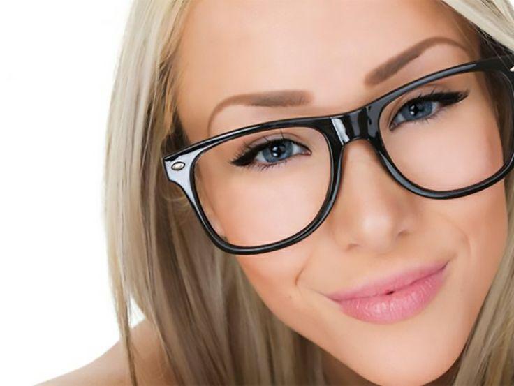 Tien Make-Up Fouten Die Je Kunt Maken Als Je Een Bril Draagt!