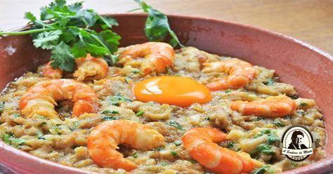 A açorda à Algarvia é um dos muitos pratos típicos desta região.