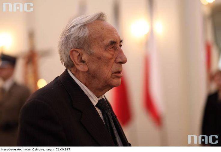(1) Tadeusz Mazowiecki