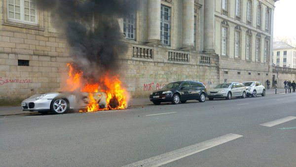 "Guy Debord op Twitter: ""#LoiTravail #Nantes porsche performance prefecture.. https://t.co/7r2pHtP3tO"""