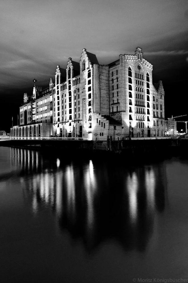 #Internationales #Maritimes #Museum #Speicherstadt #Hamburg #Unesco #Weltkulturerbe #EuropaPassage #EuropaPassageHamburg #Moin #welovehh #typischhamburch