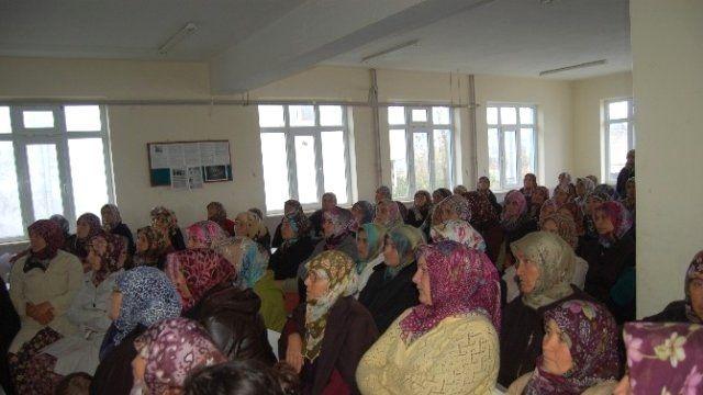 Lapseki'de Meme Kanseri Bilinçlendirme Ayı nedeniyle seminer düzenlendi.
