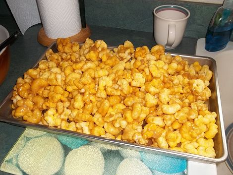 carmel corn in pan