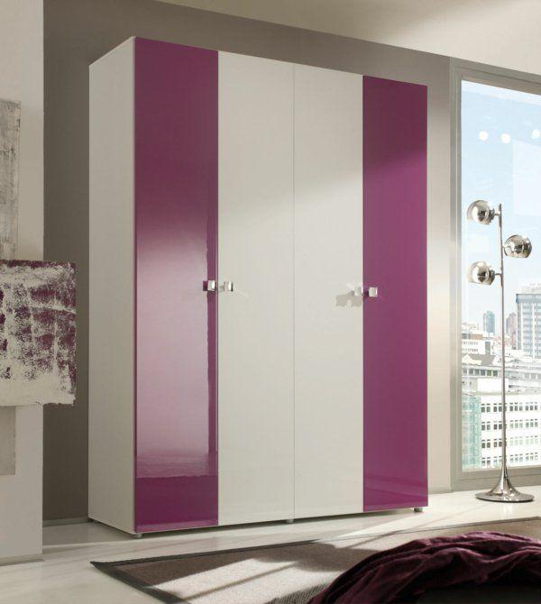 moderner kleiderschrank im schlafzimmer