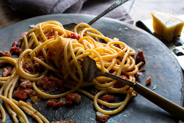 If you go to Rome to dine, you're getting only a taste of Italian culture. For a full immersion, you've got to make some pasta and traditional sauces yourself.