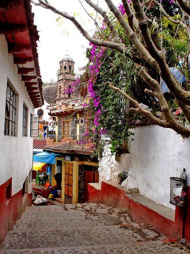 Janitzio Street. Michoacán, México. http://www.taringa.net/posts/imagenes/1825251/paisajes-mexicanos_entra-son-hermosos_.html