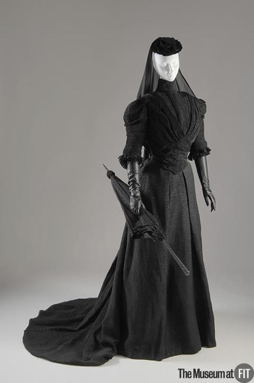 Mourning ensemble by L Monney, 1907 US, the Museum at FIT    Black silk crape-anglaise, silk chiffon, wood