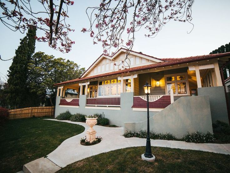 Burnbank House - Wentworth Falls, a Wentworth Falls Guest House | Stayz