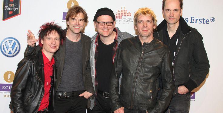 """Die Toten Hosen machen """"Krach"""" - Tour - Nach dem Erfolg ihres Comeback-Albums und dem Hit """"Tage wie diese"""" gehen Die Toten Hosen noch einmal auf große Tournee. Neben viel """"Krach"""" gibt es auch leise Auftritte."""