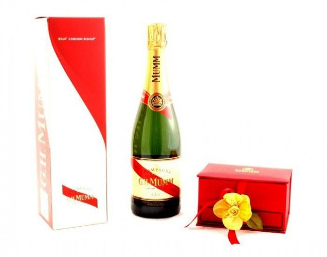 Cadou Champagne & Chocolates http://www.borealy.ro/cadouri-craciun-1/cadou-champagne-chocolates.html