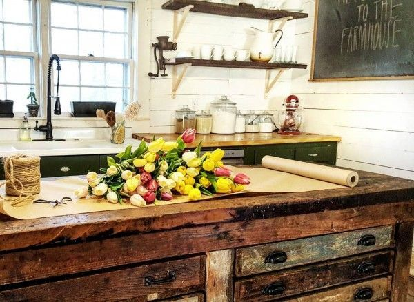 Check out the reclaimed wood counter. Makes stunning #farmhouse #kitchen decor! #homedecor @istandarddesign