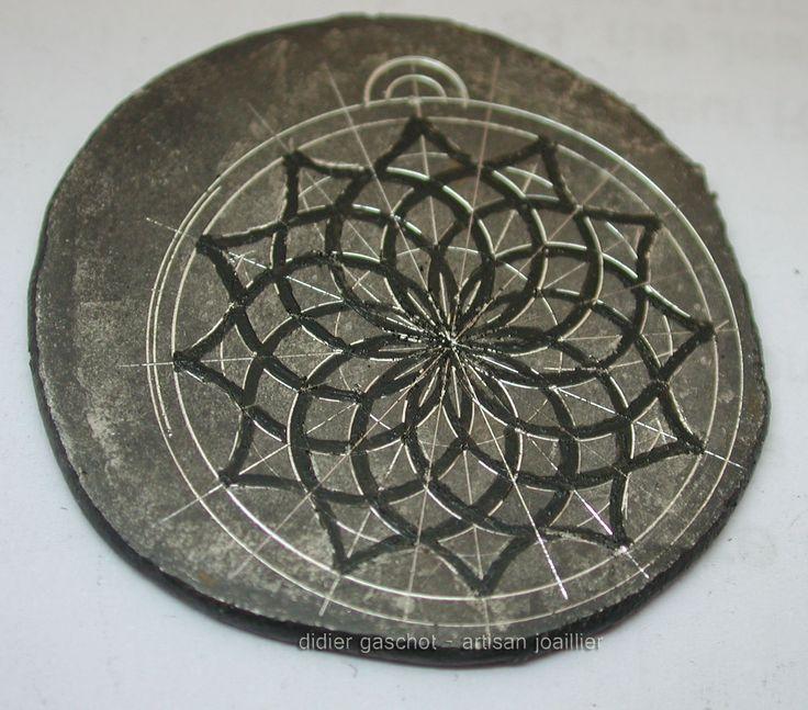 Tracé de la construction géométrique au compas et du motif à l'encre de Chine. Didier Gaschot, Brest.