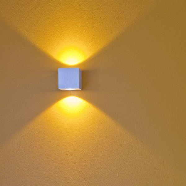 LedStore.fi Cubic 2 led valaisin moderniin tyyliin. Valosäde lähtee upeasti kahteen suuntaan luoden seinien avulla epäsuoraa valoa. #habitare2014 #design #sisustus #messut #helsinki #messukeskus