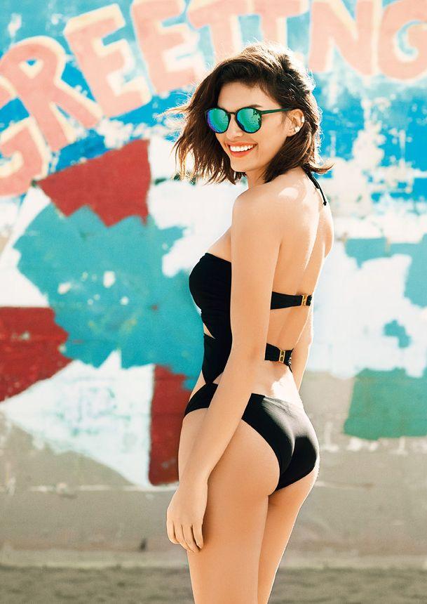 Черное солнце:И с утра на пляж, и на танцы у бассейна: черный купальник с сексуальными разрезами, как на лучших фото Синди Кроуфорд, на острие моды