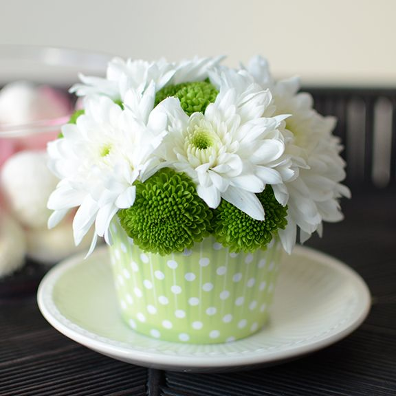 This cupcake is designed with fresh cut-flowers