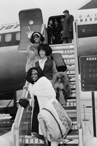 25 vintage photos of the most iconic Hollywood travel style: Diana Ross, Florence Ballard and Mary Wilson
