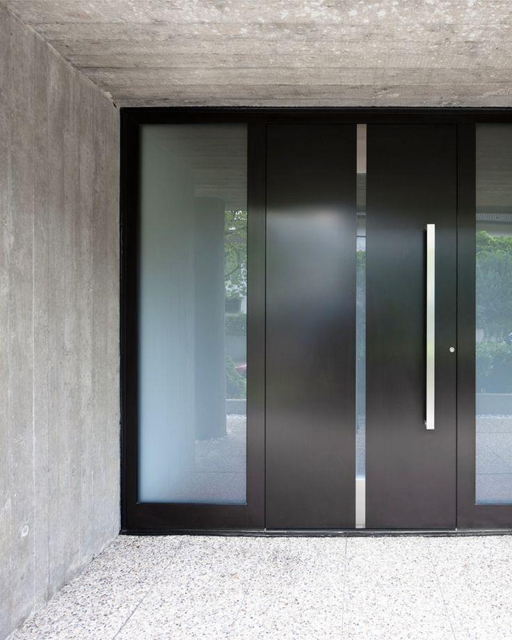 Einfach, klar und dennoch ganz besonders ausdruckstark durch authentische Materialien wie Alu, Edelstahl und Glas. Die edle Optik in Kontast zu rohem Beton gesetzt, wirkt besonders eindrucksvoll.