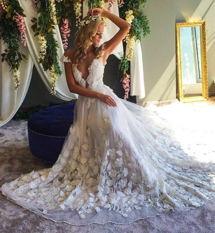 White Roses #repost @gelinlik.duenyasi   #weddingday #dreamdress #amazingdress #awesome #girls #love #happy #fashion #pretty #weddinglook #weddingdress #weddingseason #weddingday #weddingstyle #bestphotographers #bestphotos #bestphoto #amazing #amazingdestinations #beautiful #photo #photography #photooftheday #picoftheday #photosession #wedgo #wedgonet #beauty #bride