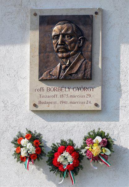 Tiszaroff  Domborművet avattak Roffi Borbély György egykori főispán tiszteletére