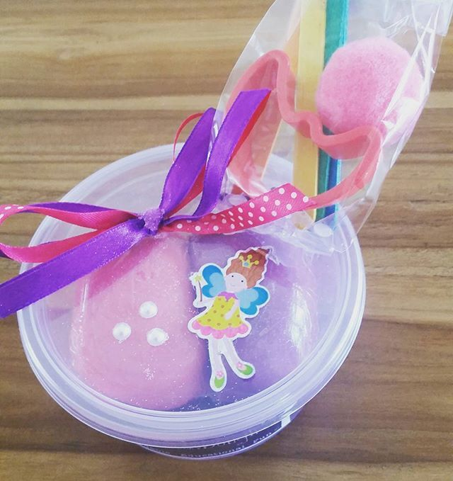 💝 #fairy #playdough #pompoms #colouredsticks #googlyeyes #cookiecutter #embellishment #dottedribbon #pinkandpurple 💟