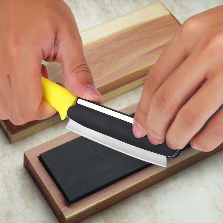 how to use a whetstone to sharpen kitchen knives