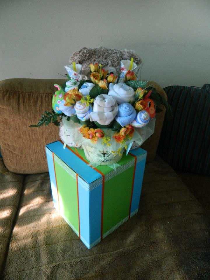 baby clothes bouquet and box