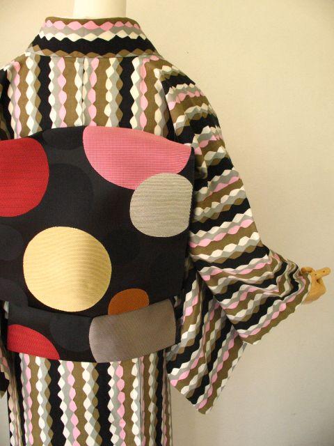 A modern kimono design from Mamechiyo (Source: Strawberry Kimono)