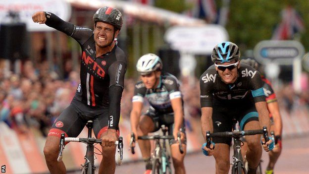 Welcome to sportmasta's Blog.: London-Surrey Classic: Adam Blythe beats Ben Swift...