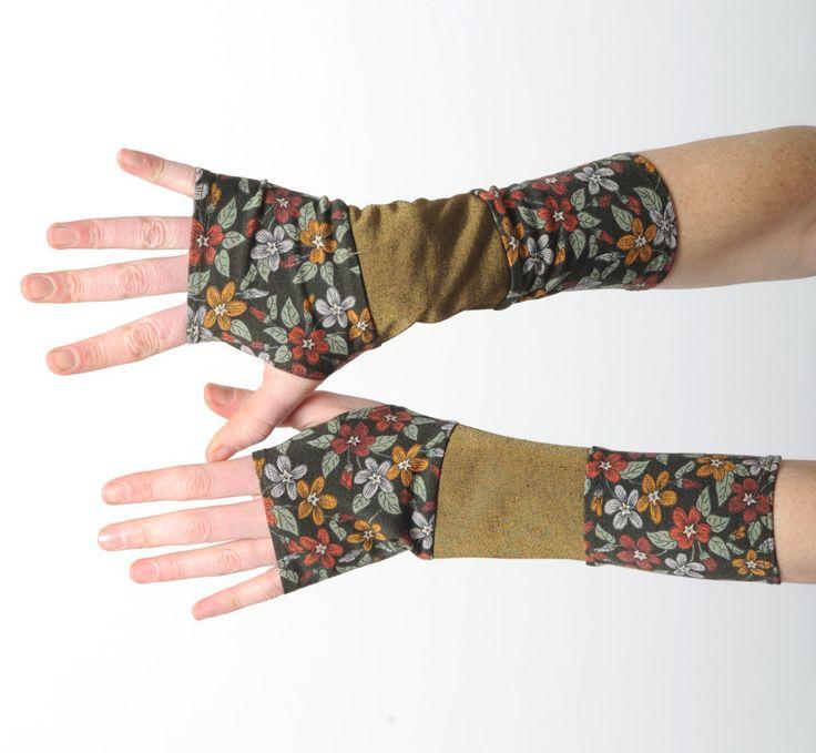 Mitaines fleurs kaki et bronze en patchwork de tissus extensibles : Mitaines, gants par malam