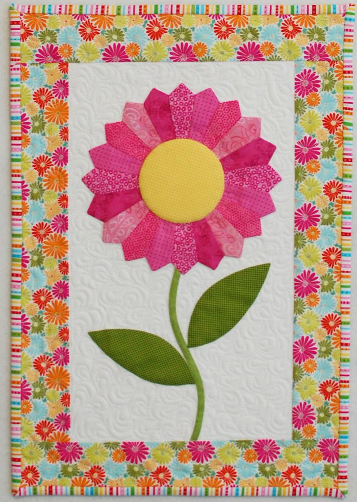DWMonday 9-8. This flower & vine can be repeated in a vertical column for a bar quilt. Use it between quilt blocks.